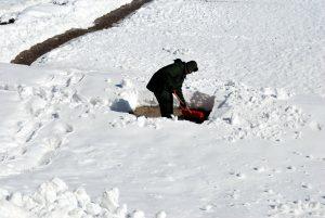 shoveling-17328_1280